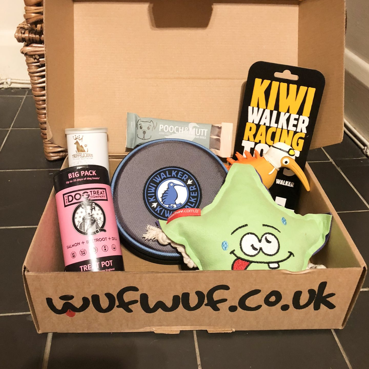 Wuf Wuf Box Review and Christmas Giveaway